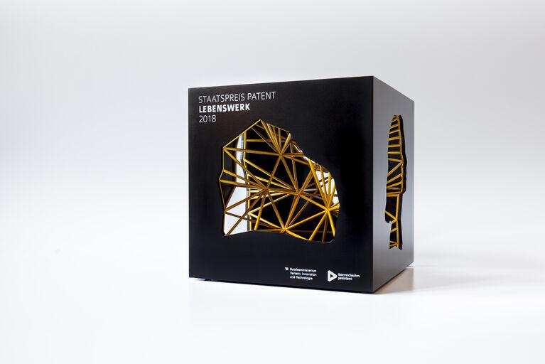 Trophäe Staatspreis Patent 2018, Kategorie Lebenswerk. Design by Lukas Bast, 3D-printed, aluminium CNC-shape, airbrush colored