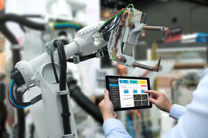 Industrie 4.0 - Roboterarm durch Tablet gesteuert
