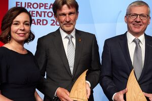 """Patent Office President Mariana Karepova with Klaus Feichtinger and Manfred Hackl, winners of the European Inventor Award 2019 in the category """"Industry"""". Photo credit: European Patent Office"""