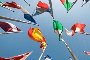 Fahnenmasten mit europäischen Fahnen