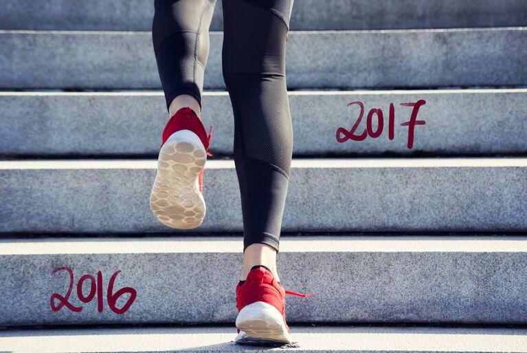 Sportler läuft Treppe hinauf (Fotocredit: iStockphoto/Rocky89)