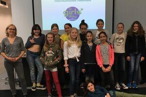 Gruppenfoto von Schulkinder und Mitarbeiterinnen des Patentamtes am Girls Day
