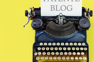 mechanische Schreibmaschine mit eingespanntem Papier, darauf steht: Patente Blog