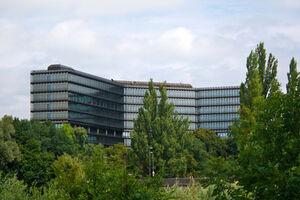 am Bild das Gebäude des Europäischen Patentamtes in München